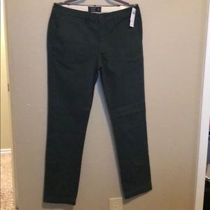 Great color olive green skinny chino ! Tags on !